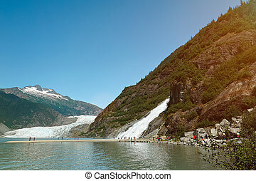 Glacier and waterfall tour in Alaska