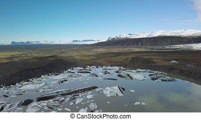 Glacier melting in Iceland - Iceland Glacier Svinafellsjokul...
