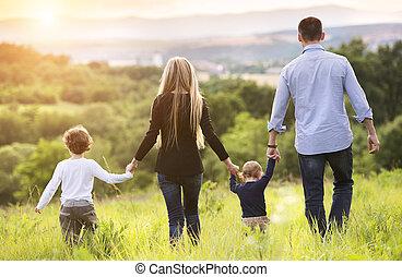 glad familie