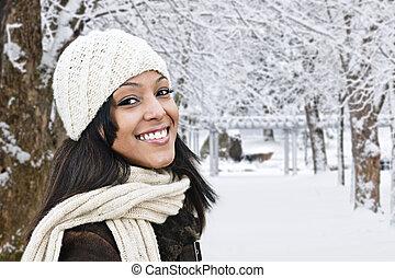 glad kvinde, udenfor, ind, vinter
