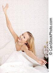 glad kvinde, unge, seng, strakte