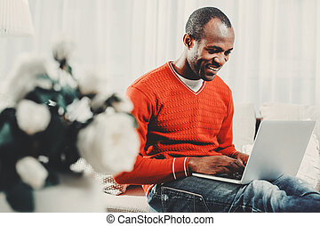 Glad man concentrating on computer screen