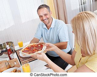 glad, par, ätande luncha