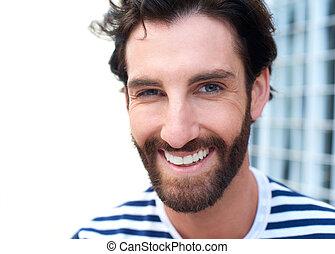 glada leende, ung man, med, skägg
