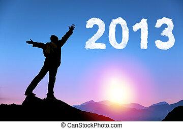 glada nya år, 2013., ung man, stående, på, den, topp, av, fjäll, hålla ögonen på, den, soluppgång, och, moln, 2013