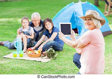 glade, bedstemoderen, fotografer, familie, hos, campsite