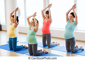 glade, gravide kvinder, exercising, på, mats, ind,...