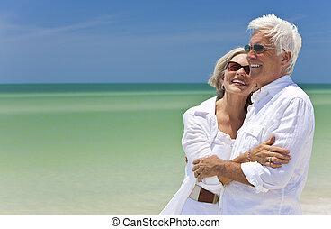 glade, senior kobl, kigge, til, hav, på, en, tropical strand
