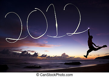 gladere nyere år, 2012., unge menneske, springe, og, affattelseen, 2012, af, flashlight, ind den luft, stranden, foran, solopgang