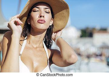 Glamorous girl posin in sun