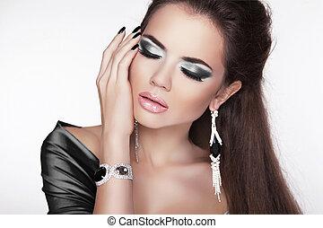 glamour, moda, mulher, portrait., elegante, menina, posar, com, pretas, maquilagem, e, luxo, jewelry., cute, female.