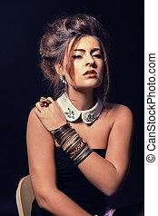 glamour, retrato mulher, com, dourado, maquilagem