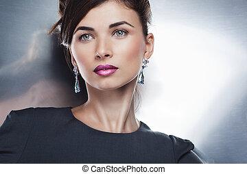 glamour, stående, av, vacker, sätt modellera, framställ, in, uteslutande, jewelry., professionell, smink, och, frisyr