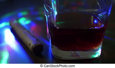 glas, van, whisky, en, sigaar