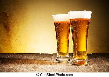 glas, von, biere, auf, holztisch