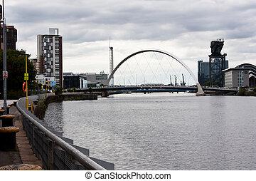 Glasgow promenade: view of the Clyde Arc bridge