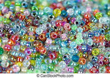 Glasperlen bunt