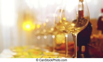 Glass glasses on a table in a restaurant, banquet table, glasses of wine stage lighting. Changes focus to blurred with blurred bokeh in slow motion. hd, 1920x1080