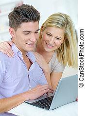 glatt par, användande dator