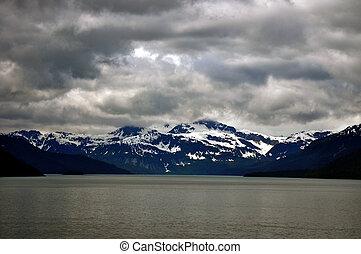 gleccser nemzeti dísztér, hegyek