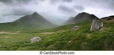 glen sannox - Glen Sannox in Arran in dramatic cloud and...