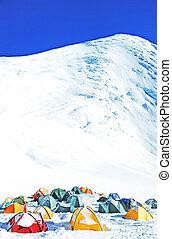 gletsjer, hoge bergen, tentjes