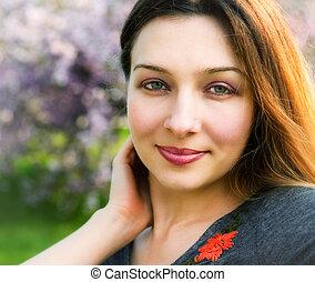 glimlachen, van, sensueel, sereen, mooie vrouw, buiten