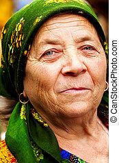 glimlachen, van, vrolijke , oosten, europeaan, oude vrouw