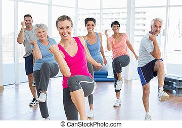 glimlachende mensen, doen, macht, fitness oefening, op, yoga...