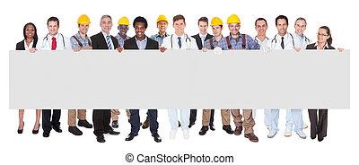 glimlachende mensen, met, verschillende beroepen, vasthouden, leeg, buitenreclame
