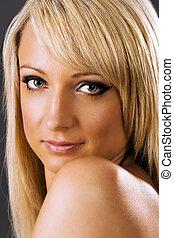 glimlachende vrouw, aantrekkelijk, blonde , jonge