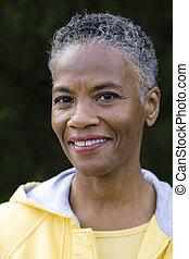 glimlachende vrouw, amerikaan, afrikaan