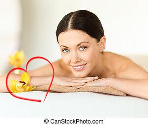 glimlachende vrouw, in, spa, salon