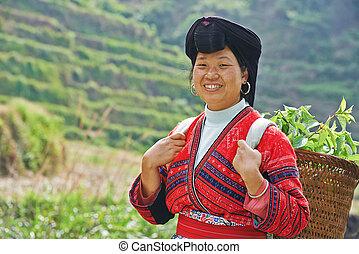 glimlachende vrouw, minderheid, chinees, yao