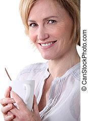 glimlachende vrouw, tea., kop