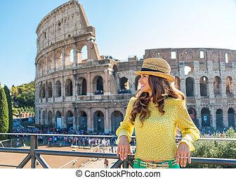 glimlachende vrouw, toerist, relaxen, dichtbij, colosseum,...