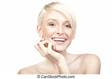 glimlachende vrouw, vrijstaand, op wit, achtergrond