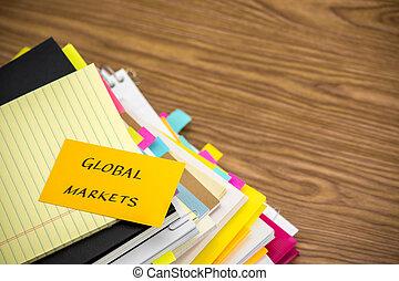 global, markets;, a, pilha, de, negócio documenta, ligado, a, escrivaninha