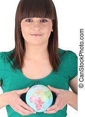 globe, cheveux brun, girl, tenue