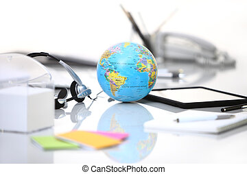 globe, tablette, écouteurs, bureau bureau