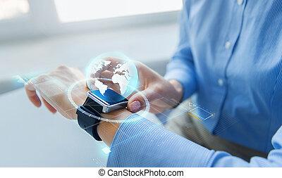 globo, arriba, smartwatch, manos, cierre, holograma