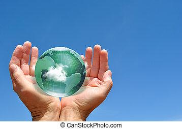 globo, en, manos humanas, contra, cielo