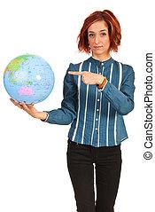 globo mundial, mulher aponta, negócio