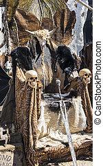 glorie, troon, van, bont, en, schedels, met, een, viking, sword., stoel, met, dier, huiden