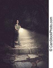 glowing, mulher, floresta, segurando, bíblia