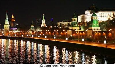 gmach, miasto, wieże, wozy, kreml, rzeka, moskwa
