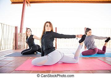 gołąb, poza, yoga klasa, kobiety