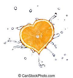 gocce acqua, su, cuore, da, arancia, isolato, bianco