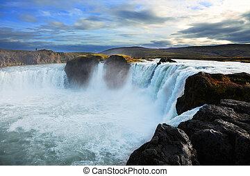 godafoss, cascata, a, tramonto, in, islanda