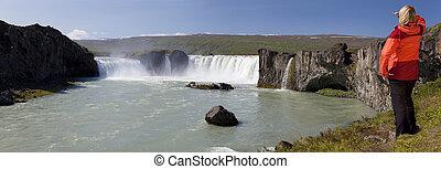 godafoss, kiránduló, nő, vízesés, panoráma, látszó, izland